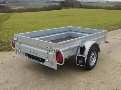 Kasten-Anhänger mit Stahlbordwänden